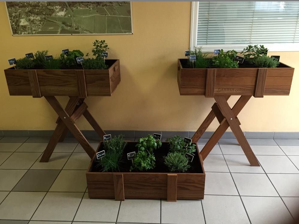 Jardini res bois massif garden color bacs fleurs bois jardini res bois d coration - Jardiniere en bois sur pied ...